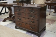 mahogany-chest-of-drawers-with-brushing-slide-4